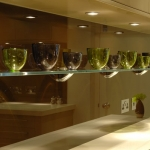 glass-shelf-kitchen